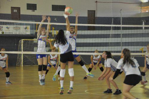 Jogando em casa, Pérola quer se aproximar da liderança na Copa Amizade