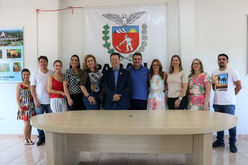 Direto de Pérola para todo o Estado, Secretaria de Educação do Paraná, apresenta o Programa Educa Juntos.