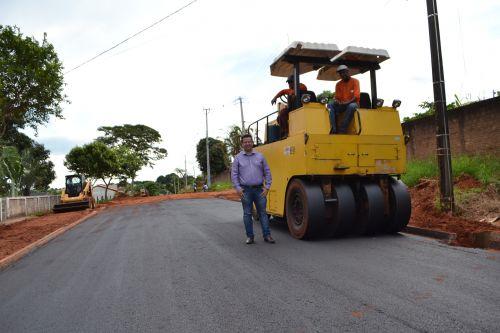 Asfalto da Rua Carlos Gomes já é realidade