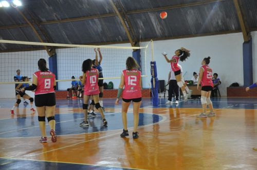 Voleibol de Pérola mantém 3ª colocação após penúltima etapa