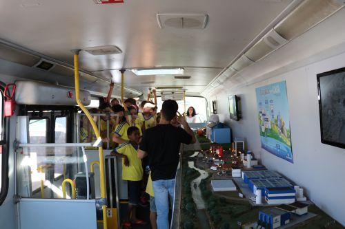 """Em Pérola, """"EcoExpresso"""" orienta população sobre os cuidados com a água"""