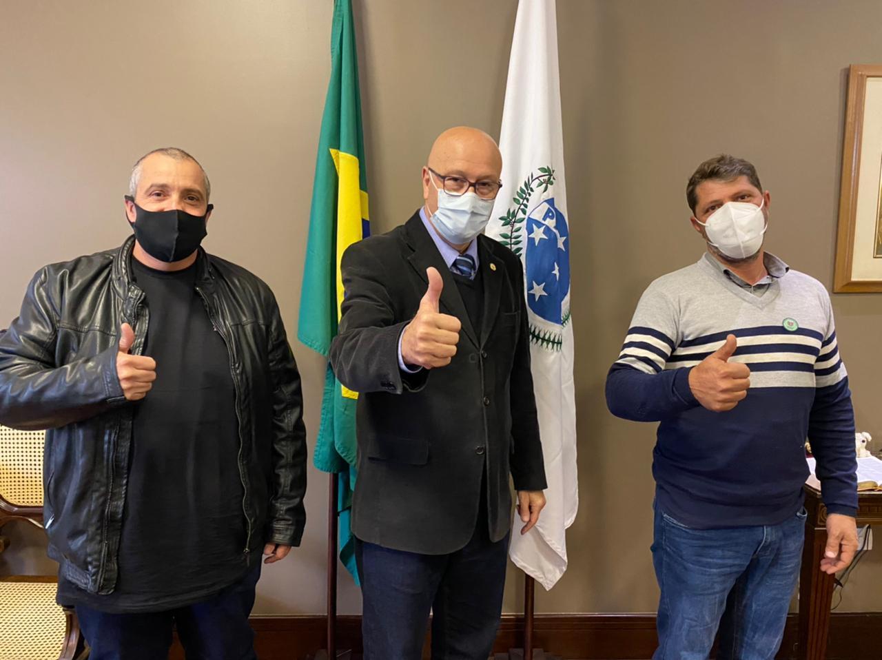 Na manhã desta terça-feira (06), Presidente da Câmara , Edmundo Lopes e Vice-Presidente Marcelo Scerbo , visitou o Gabinete do Deputado Estadual, Luiz Claudio Romanelli.