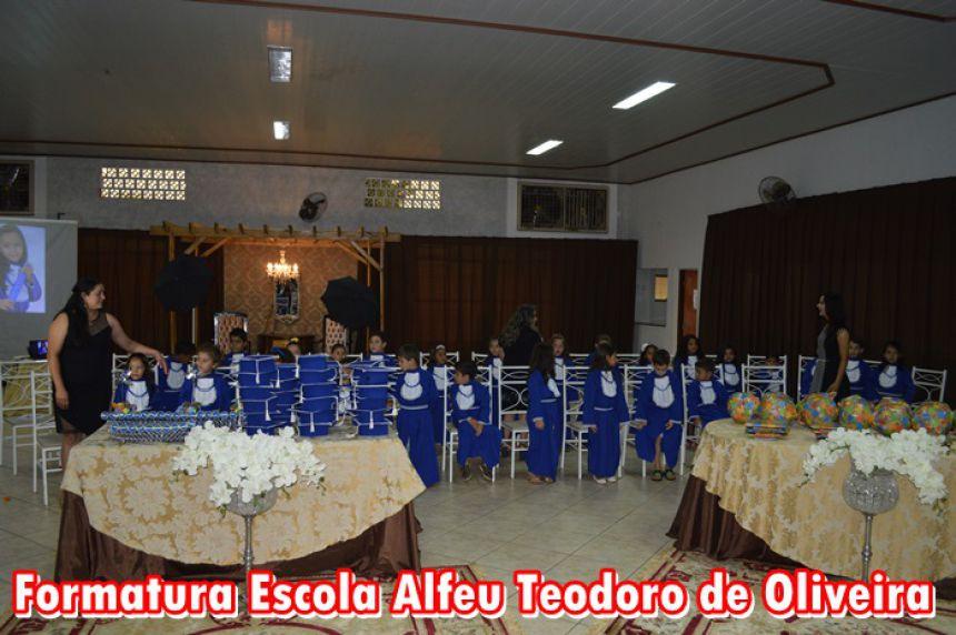 Escola Municipal Alfeu Teodoro de Oliveira realizou formatura do Pré III