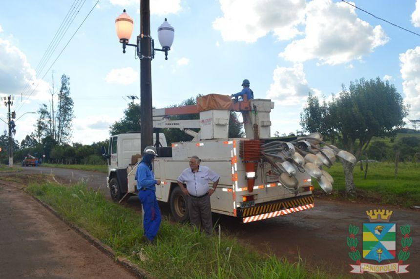 Prefeitura realiza rebaixamento da iluminação pública da Avenida Goioerê