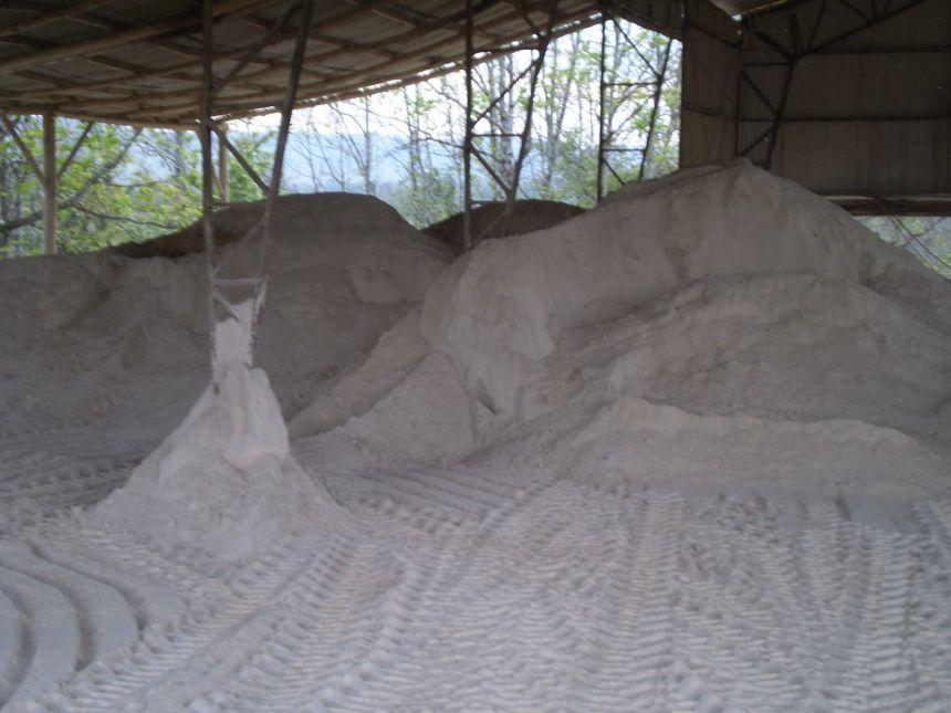 Mais de 100 agricultores de Janiópolis recebem calcário nesta sexta-feira