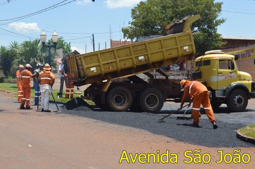 Janiópolis recebe serviço de manutenção na Avenida São João