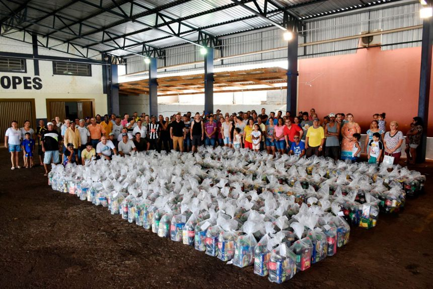 Servidores públicos de Quinta do Sol receberam cestas de fim de ano.