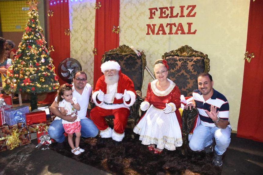 Papai Noel chega em Quinta do Sol com acendimento da decoração de Natal
