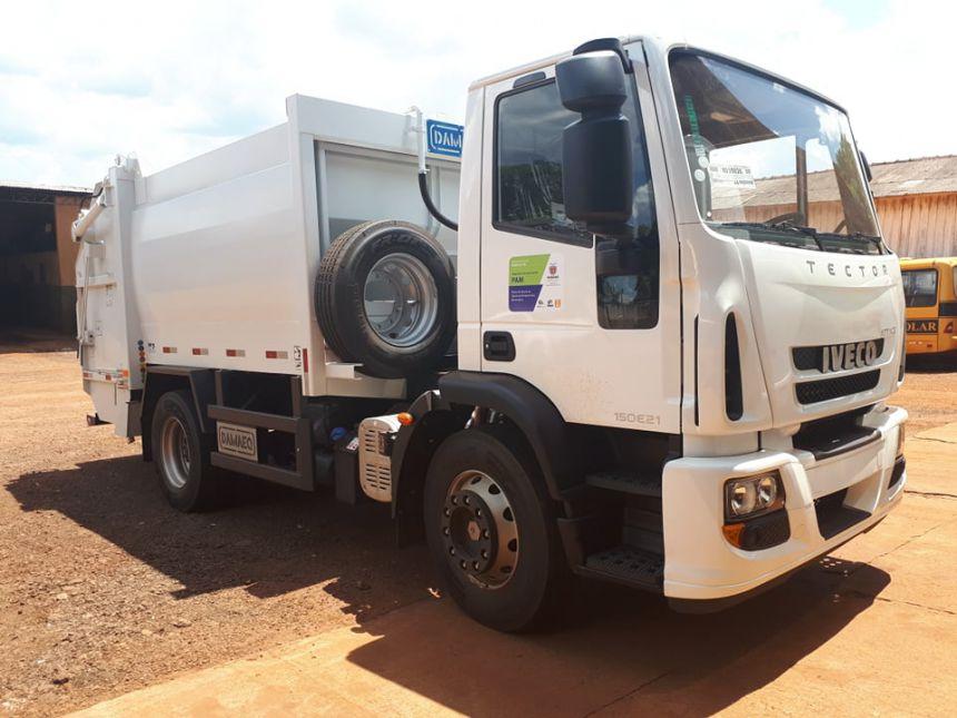 Prefeitura de Quinta do Sol recebe novo caminhão para coleta do lixo