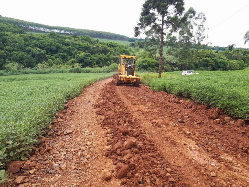 Prefeitura de Quinta do Sol revitaliza estradas rurais