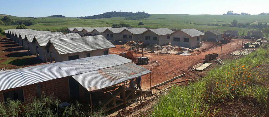 Construção de casas populares avança em Quinta do Sol