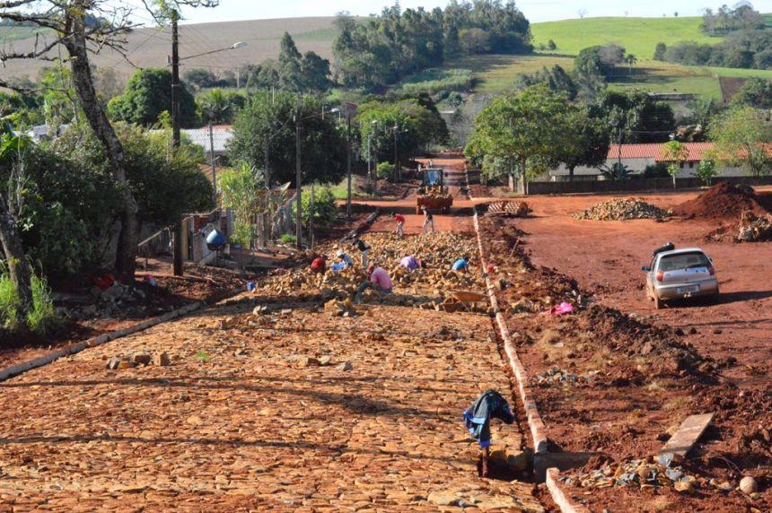 Prefeitura de Quinta do Sol continua obras de pavimentação