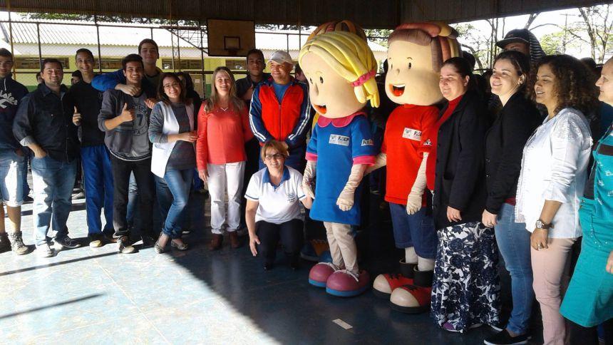 Mascotes do Programa Agrinho visitam escolas de Quinta do Sol.