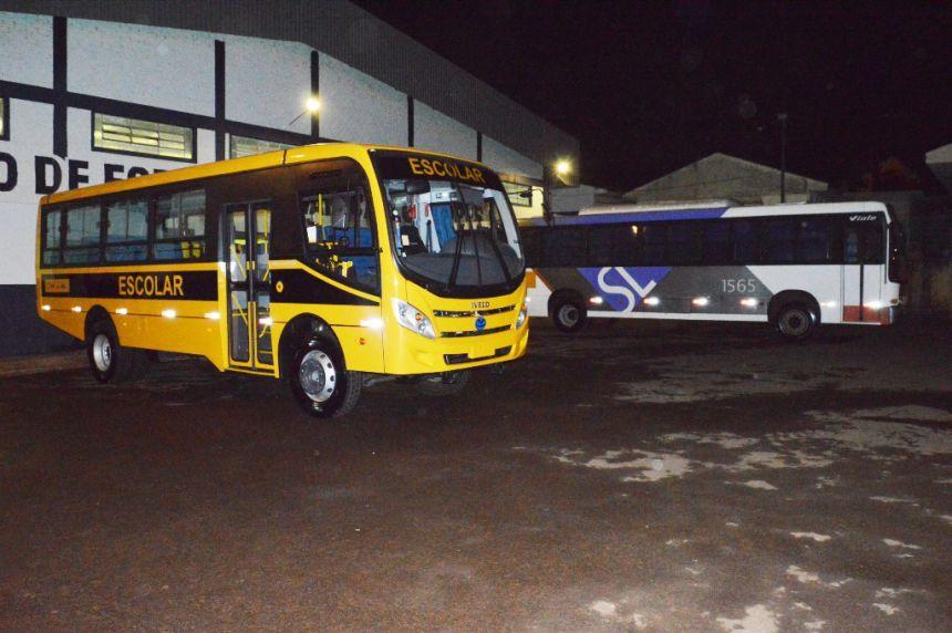 Prefeitura de Quinta do Sol entrega 2 ônibus para atender à população