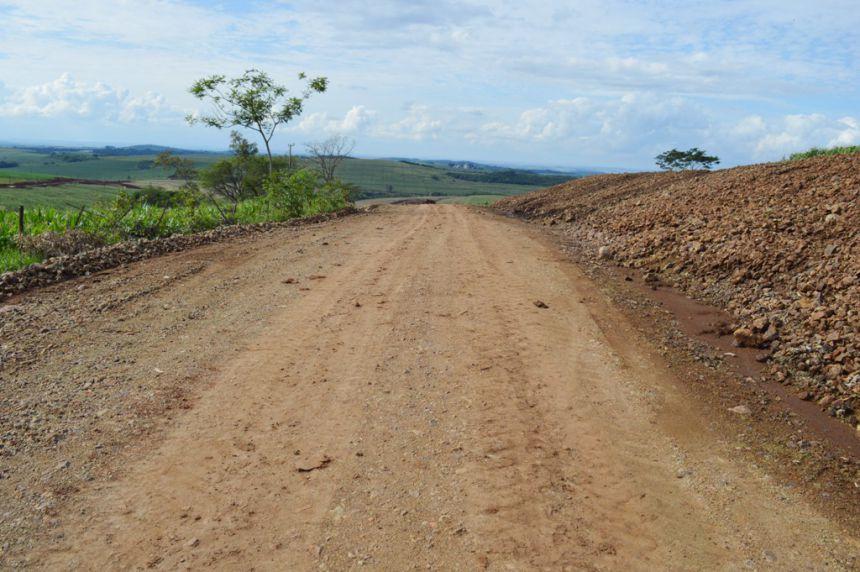Estrada Jaraguá Recebe Cascalhamento na Zona Rural de Quinta do Sol
