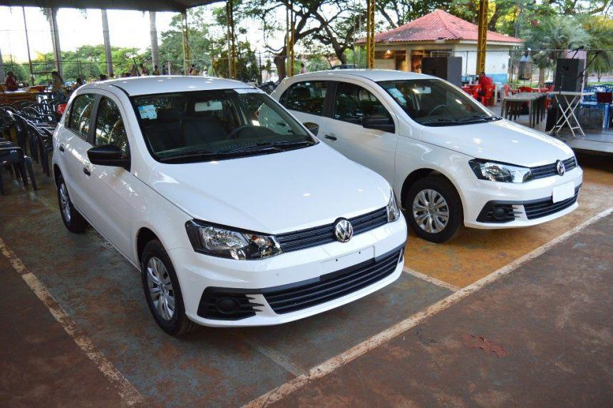 Prefeito João Claudio entrega 2 veículos 0km para Secretaria de Ação Social