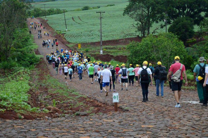 """""""1ª Caminhada na Natureza"""" atrai bom público em Quinta do Sol"""