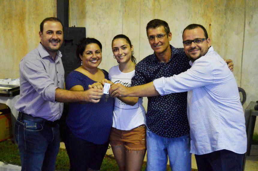 João Claudio e Leandro entregam chaves das casas do Programa Minha Casa, Minha Vida