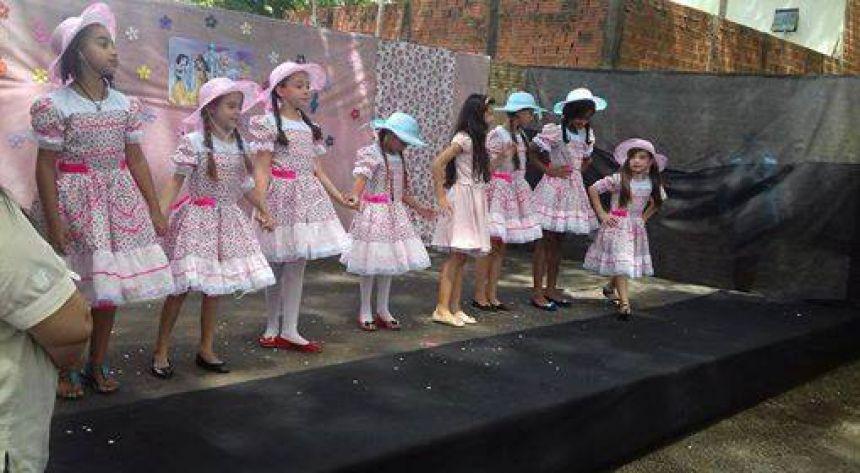 Alunos da Escola Pequeno Príncipe em Quinta do Sol encenam contos de fadas