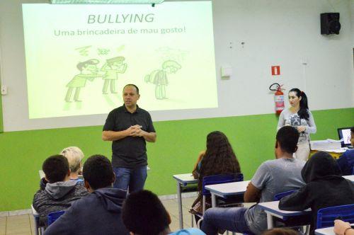 Alunos de Quinta do Sol assistem palestras sobre o combate ao bullying