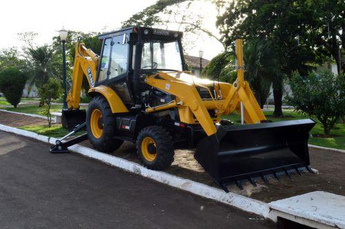 Prefeitura de Quinta do Sol renova frota municipal de veículos e maquinários