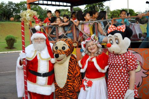 """Papai Noel abrilhanta a festa das """"Luzes de Natal"""" em Quinta do Sol"""