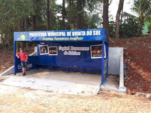 Prefeitura de Quinta do Sol instala novos pontos de ônibus