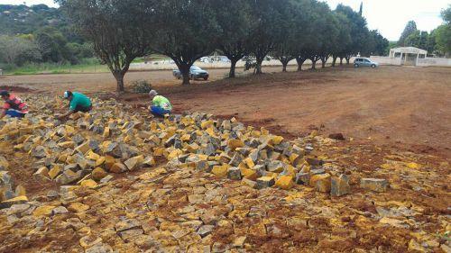 Quinta do Sol inicia obras de pavimentação do acesso ao Cemitério Municipal
