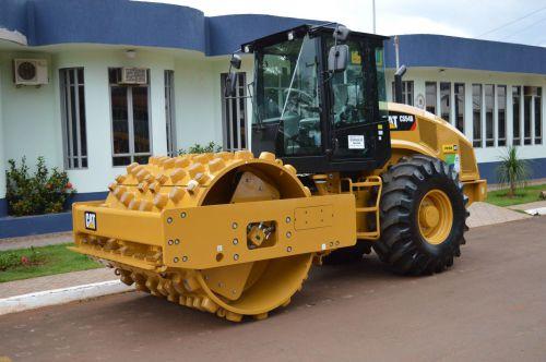 Prefeitura de Quinta do Sol recebe rolo compactador