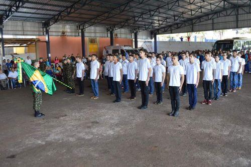 Jovens de 18 anos recebem a reservista em Quinta do Sol