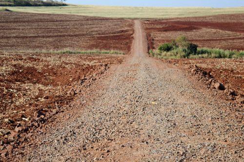 Prefeitura de Quinta do Sol avança com cascalhamento de estradas rurais