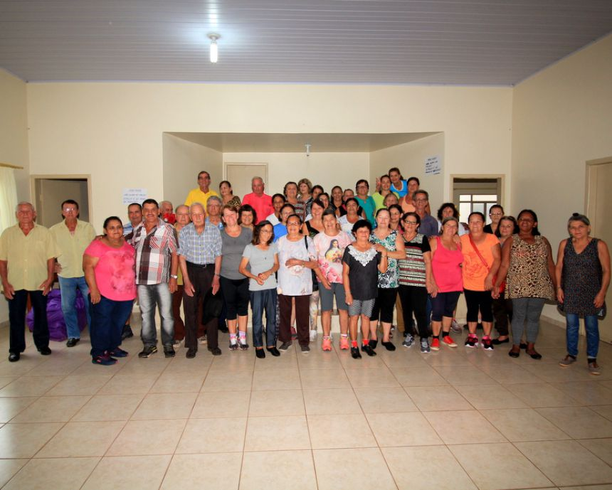 Aulas de ginástica no Centro de Convivência do Idoso