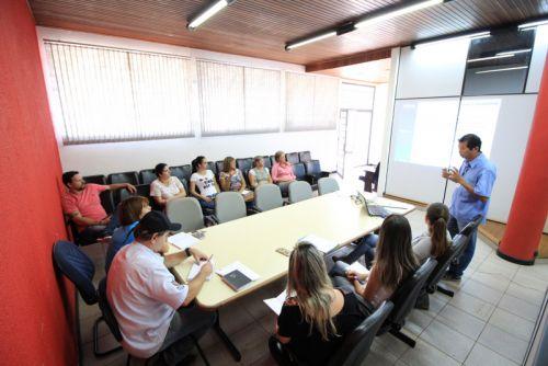 Encontro entre os comitês municipal e local com técnicos do Programa Família Paranaense