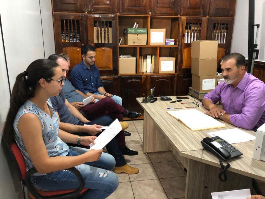 Posse do vereador Devanir Alves de Oliveira, suplente do vereador Roberto Spiguel Ribeiro