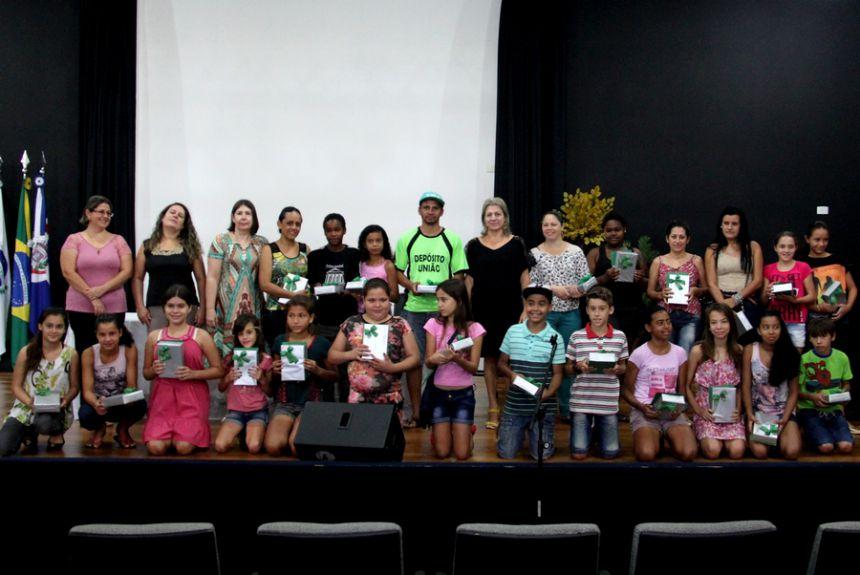 """Premiação do concurso """"Professores e alunos dos quintos anos - rompendo barreiras em busca do saber"""""""