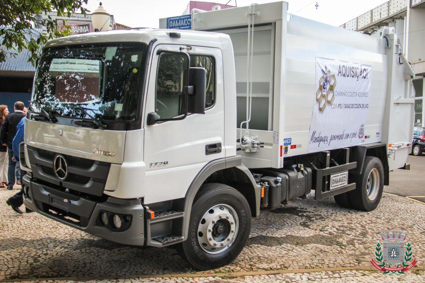 Aquisição de um caminhão coletor de lixo
