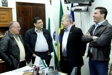 Entrega Oficial do Caminhão Baú e Caminhão Basculante