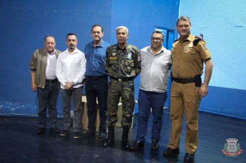 Projeto Cidadão Mirins de Mandaguaçu recebe kit de fardamento