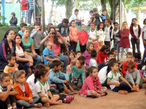 Departamento de Educação e Cultura realiza premiação do Concurso de Poesias 2015