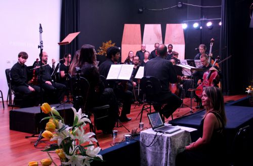 Departamento de Educação e Cultura realiza exposição natalina com apresentação do Coral e Orquestra Arabesco