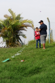 Departamento de Esportes - Encontro Pais e Filhos: soltando pipa