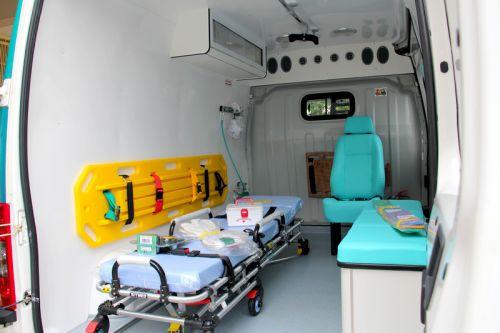 Entrega da ambulância (tipo B) ao Departamento de Saúde