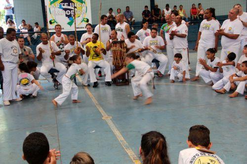 Alunos do Projeto Berimbau participam do II Encontro Interestadual de Capoeira