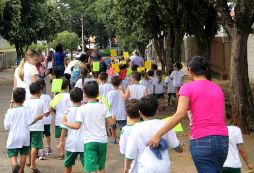 C.M.E.I. Natalina Bernardes Bacchi realiza passeata de combate ao mosquito da dengue