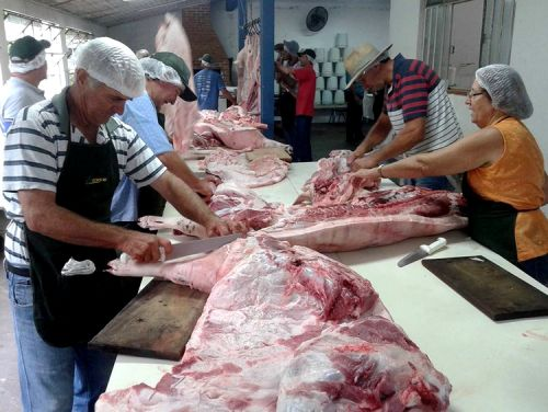 Preparação para 6ª Festa Nacional do Porco na Lata