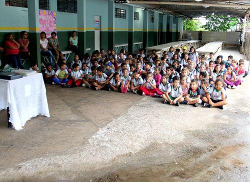 Departamento de Educação e Cultura realiza entrega dos uniformes e kit escolar 2016