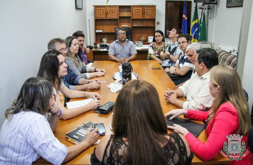 Mandaguaçu assina convênios com APAE e Casa Lar Vida e Esperança