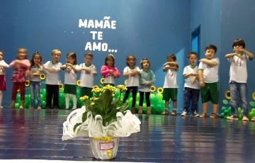 Homenagem ao Dia das Mães do C.M.E.I Abelhinha