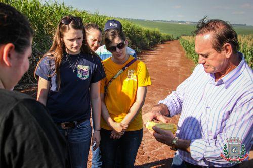 Estudantes de agronomia dos EUA visitam propriedades rurais em Mandaguaçu