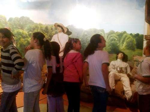 Visita dos alunos da Escola Municipal Santo Carraro ao Museu Unicesumar